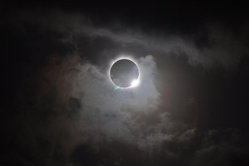 ¿Cómo hacer un visor casero para el eclipse solar?