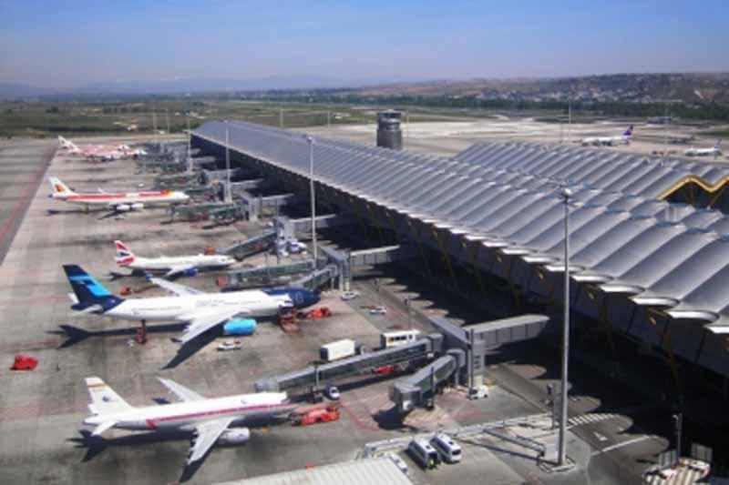 AICM suspende aterrizajes por banco de niebla en la zona