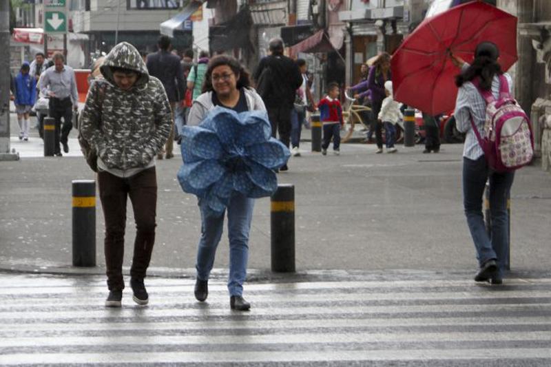 Dos frentes fríos dejarán lluvias y frío en la mitad del país