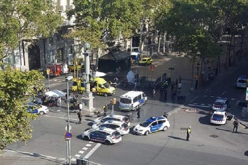 Policía hace nuevas detonaciones en casa que usaban terroristas de España