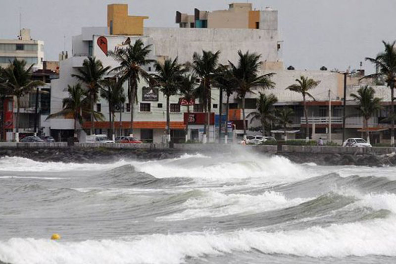 Mueren dos personas, durante paso de huracán 'Katia' por Veracruz