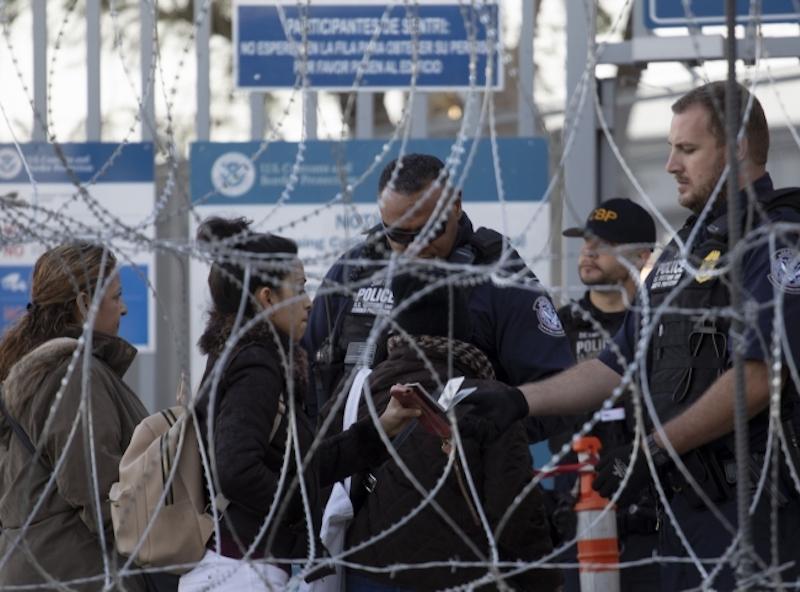 Estados Unidos suspende el tráfico por cruce fronterizo de San Ysidro