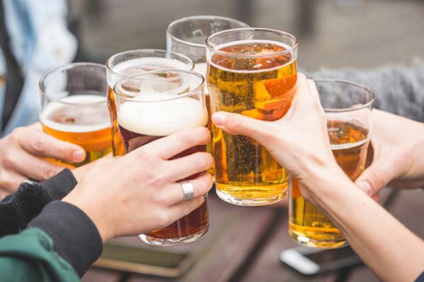 El tratamiento contra el alcoholismo por la acupuntura en sankt-peterburge