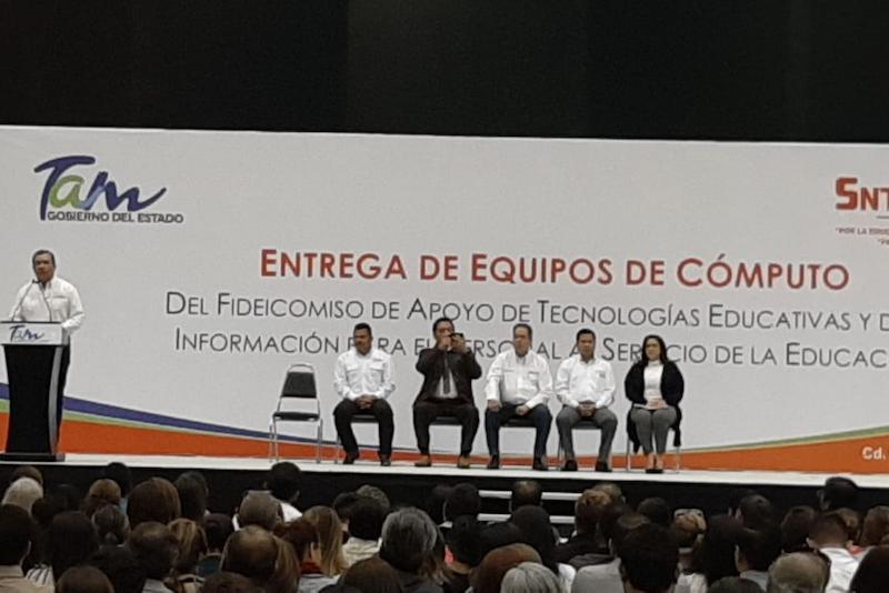 Xico Planta A Autoridades En Evento De Educacion - La Capital