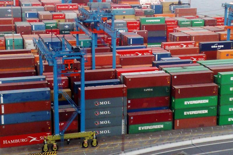 Déficit comercial baja durante septiempre