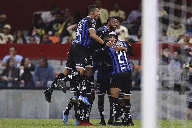 En vibrante duelo, América y Querétaro empatan 2-2 en el Azteca