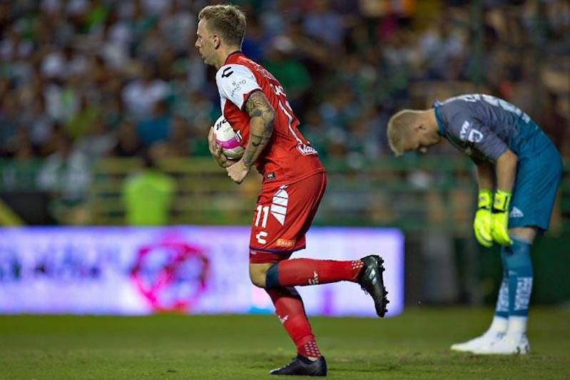 Juego, set y partido: León aplastó 6-2 al Veracruz